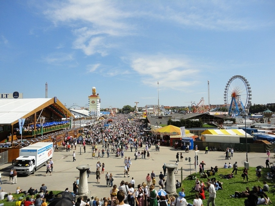 Overview of the Main Beer Tents at the Oktoberfest 2016 & of the Main Beer Tents at the Oktoberfest 2016