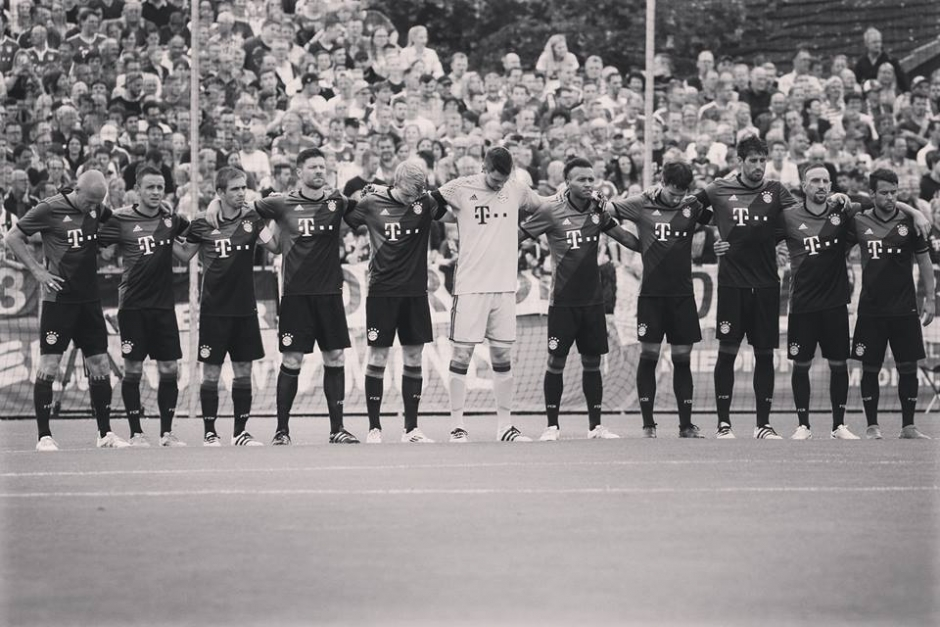 FC Bayern and TSV 1860 Munich Mourn Victims of OEZ Attack