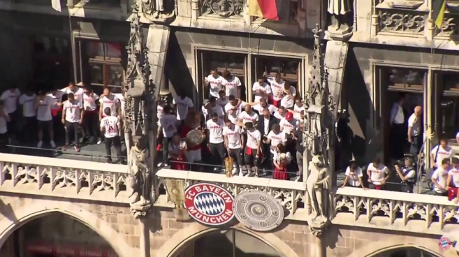 Video: FC Bayern Celebrates Double at Marienplatz