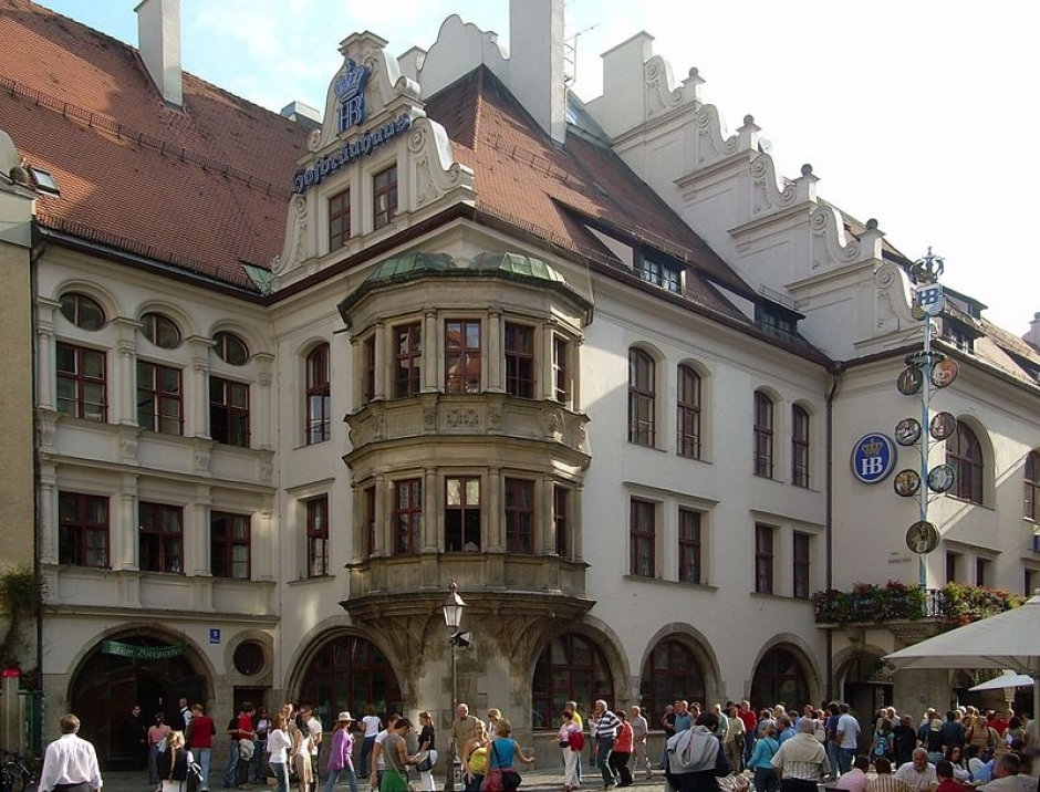 The Hofbräuhaus after the Panic Following the OEZ Shooting